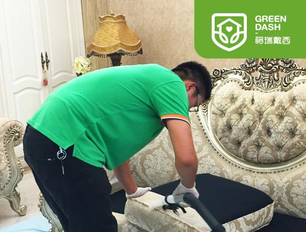 沙发深度清洁加消毒