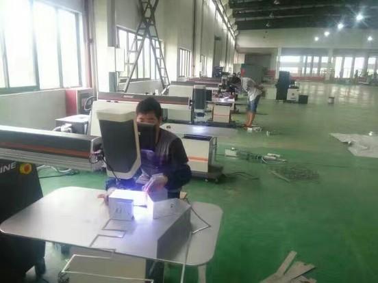 大型厂房规范化生产-耐恩焊字机