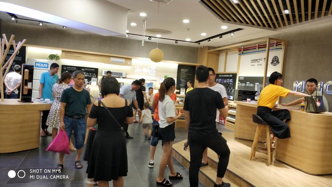 vwin app空调感恩回馈50周年龙泉店活动-激情八月现场热卖