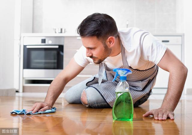 家里的地板总是拖不干净?教你一招,轻松搞定