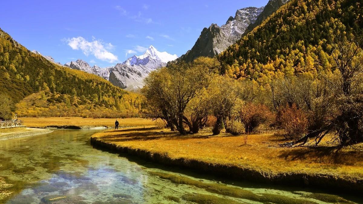 十月份走川藏線好走嗎