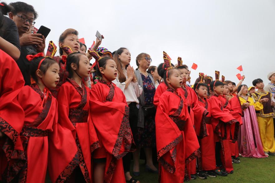 知音国际文化节上的儿童唱诗班:童声唱响知心重情