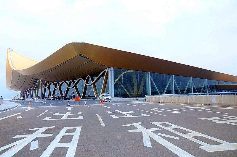 昆明新机场扶梯