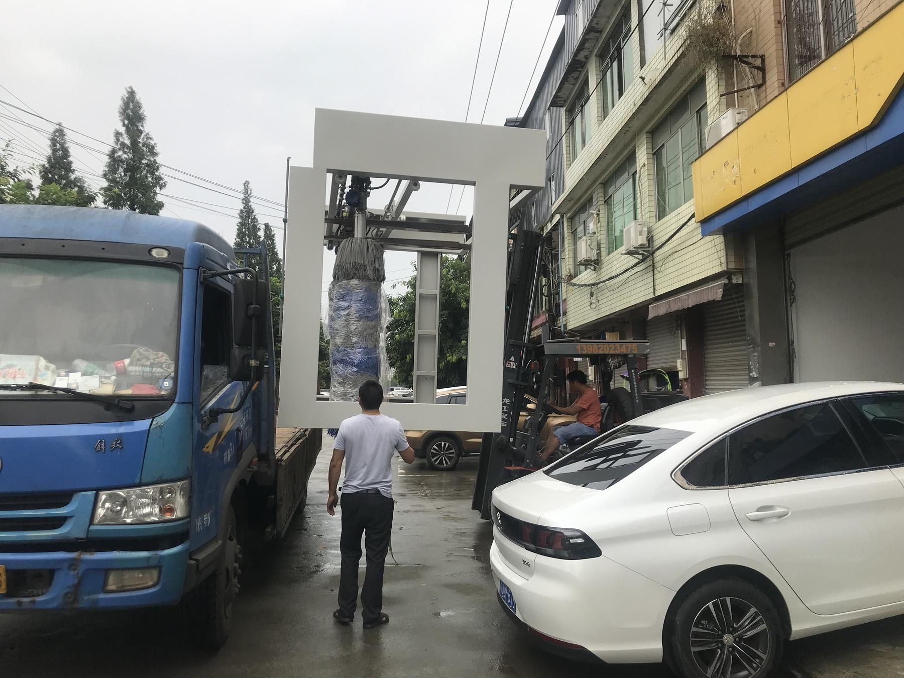 全自动洗车机从厂家上车图