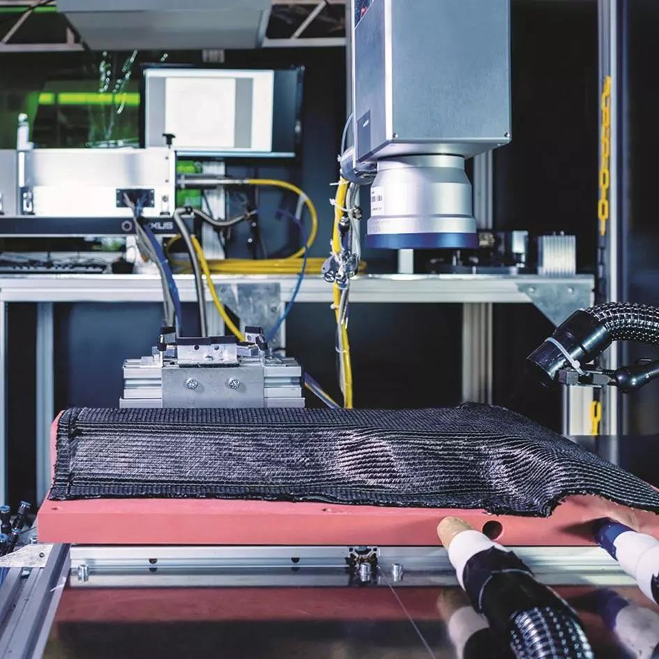 CarboLase项目公布新一代CFRP部件 金属紧固件埋入技术再上新台阶