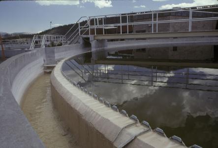 浅谈现代污水处理工艺选择时因考虑哪些基本因素?